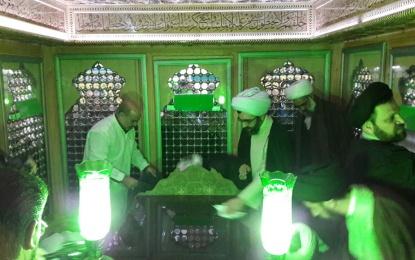 در آستانه نوروز؛ عطر افشانی آستان حضرت سلطان علی بن محمد باقر (ع)+تصویر