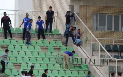 تماشاگران داماشی بازی را ناتمام کردند + عکس