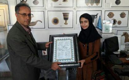 اهدای سروده نیمایی دانشجوی دانشگاه کاشان به موزه سیلک