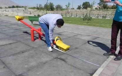 عملیات استانداردسازی وسایل بازی کودکان و ورزشی پارکهای منطقه چهار آغاز شد