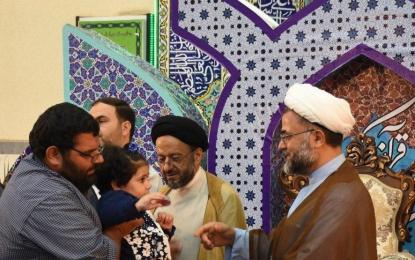 مدافعان حرم گوشواره های دخترک کاشانی را بازگرداندند